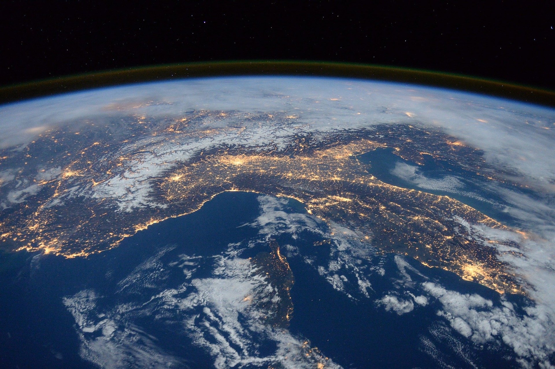 international-space-station-1176518_1920